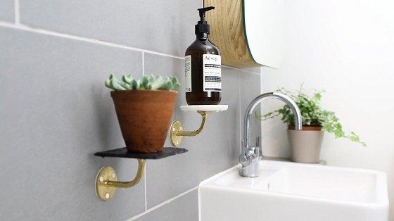 bathroomshelves02-560